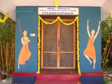 Kirtana, wall painting, people, dancing,